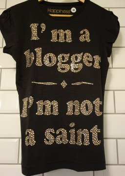 T-shirt I´m a blogger I´m not a Saint